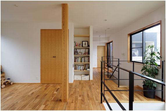 2階も広々 大黒柱は1階から2階へつながっていますね