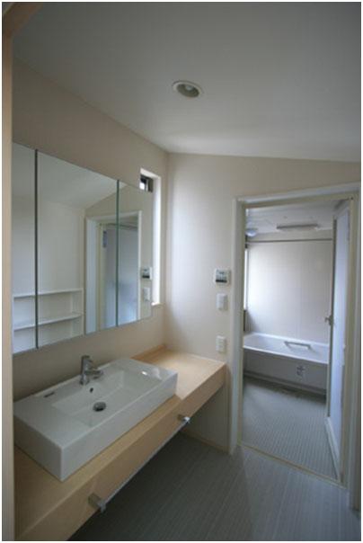 2Fに浴室、洗面を配置しています。